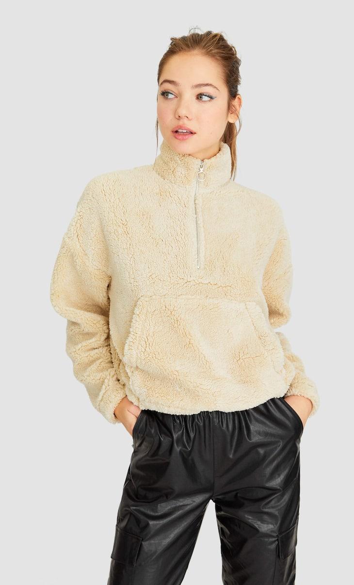Pūkuotas sportinis megztinis