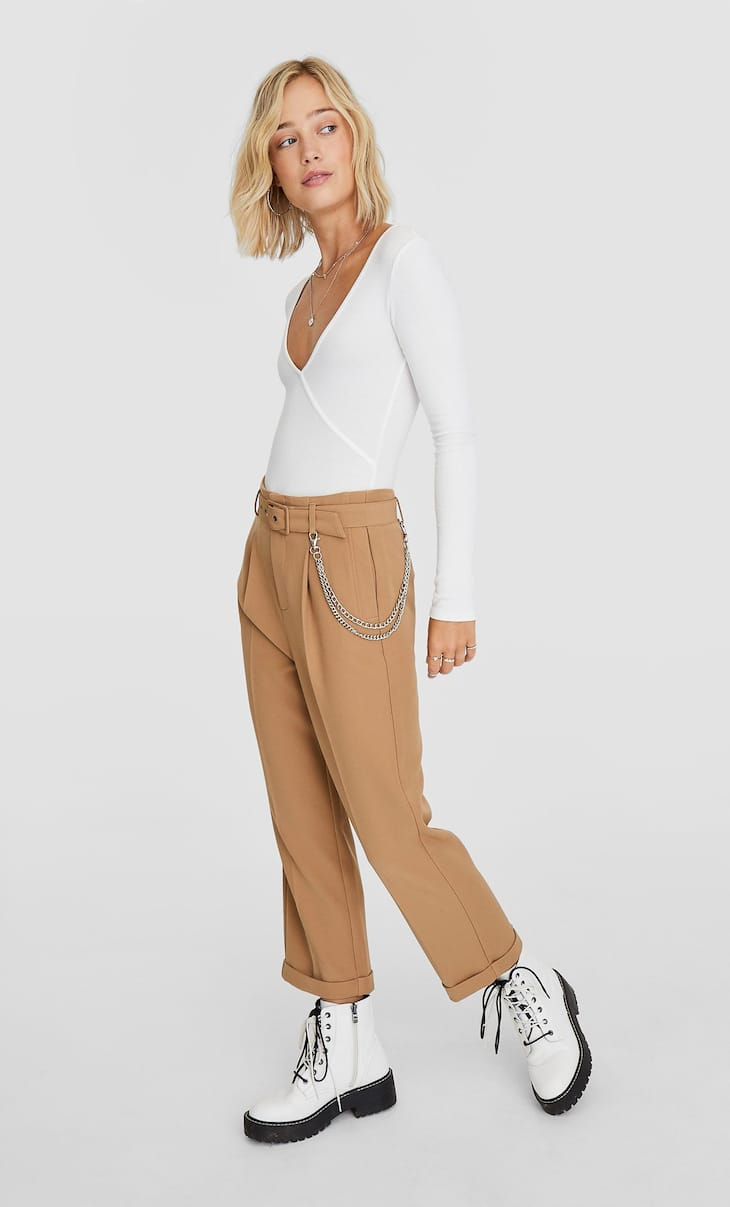 Cargo trousers with chains