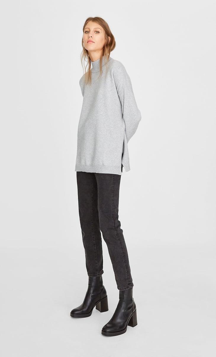 Oversize-Pullover mit Schlitz