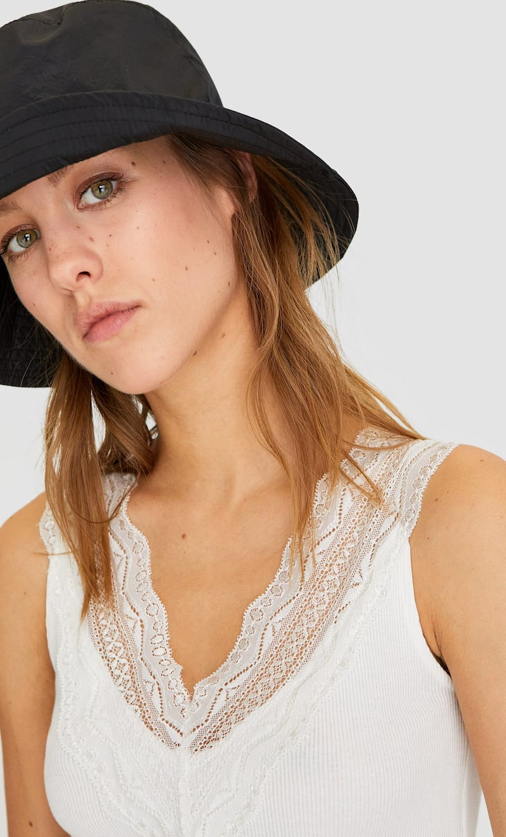 Lace trim V-neck top