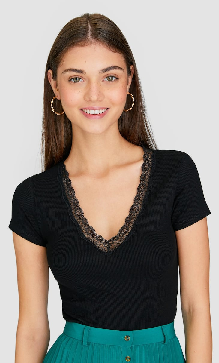 Basic V-neck T-shirt with lace trim