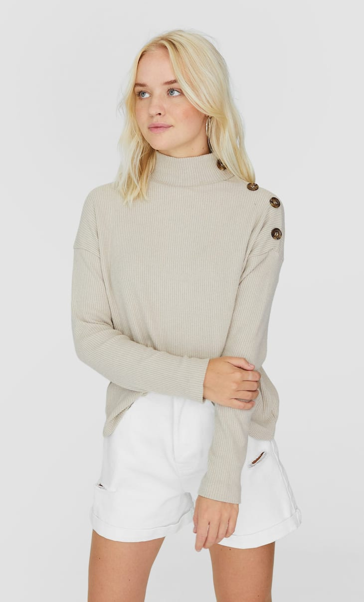 High neck T-shirt with long sleeves and buttons