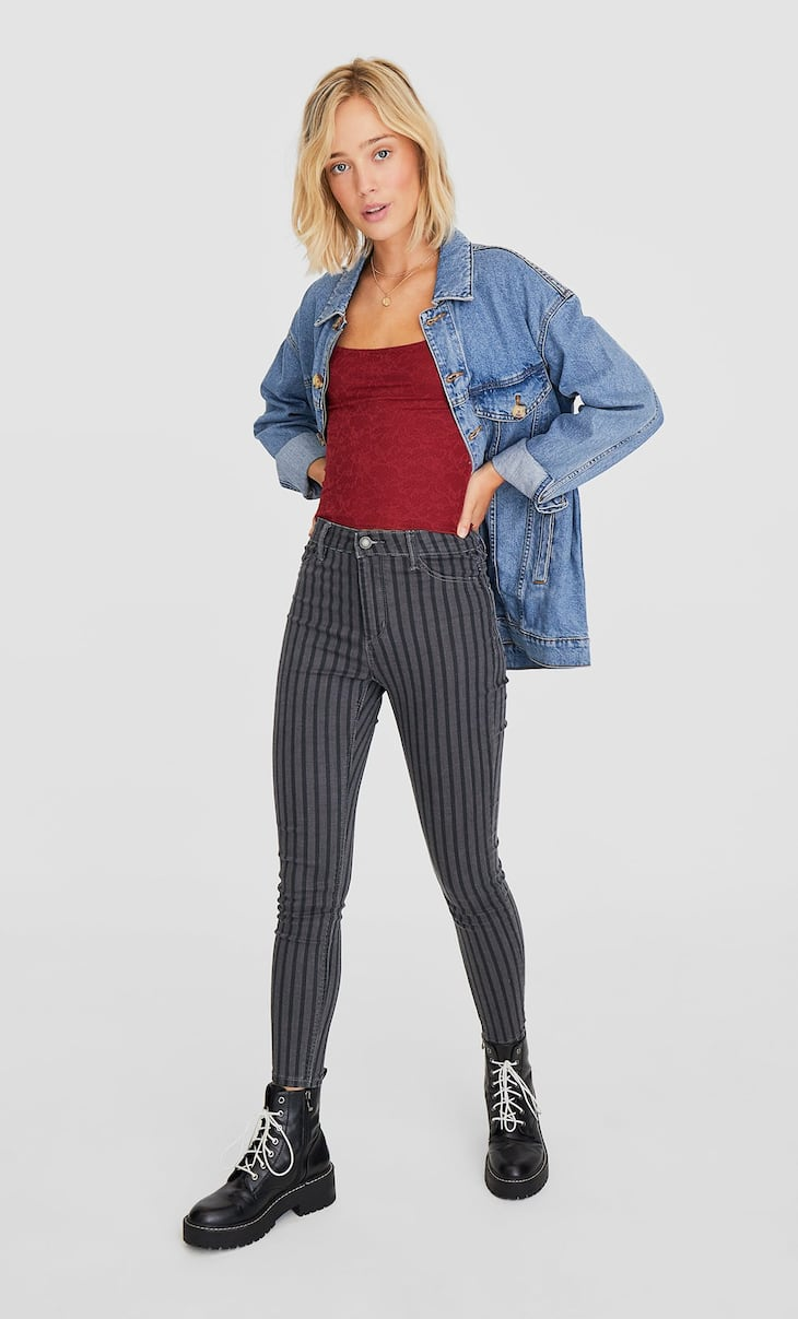 Pantaloni high waist skinny a righe