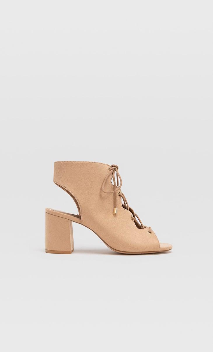 Sandàlies tipos botines cordons