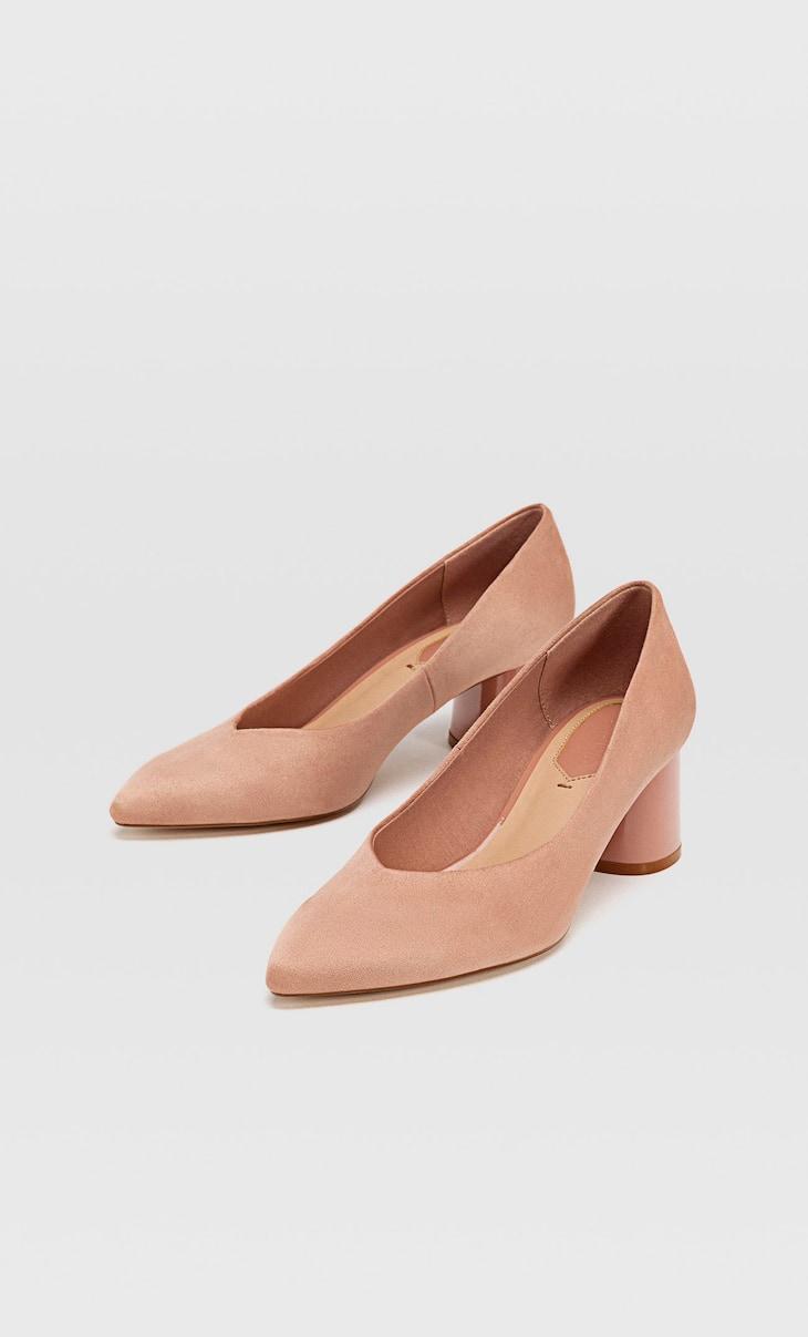 Roze schoen met halfhoge hak