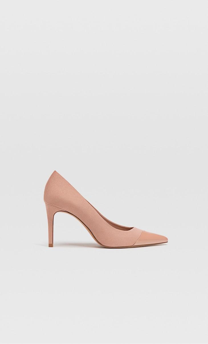 Zapatos tacón fino detalle puntera