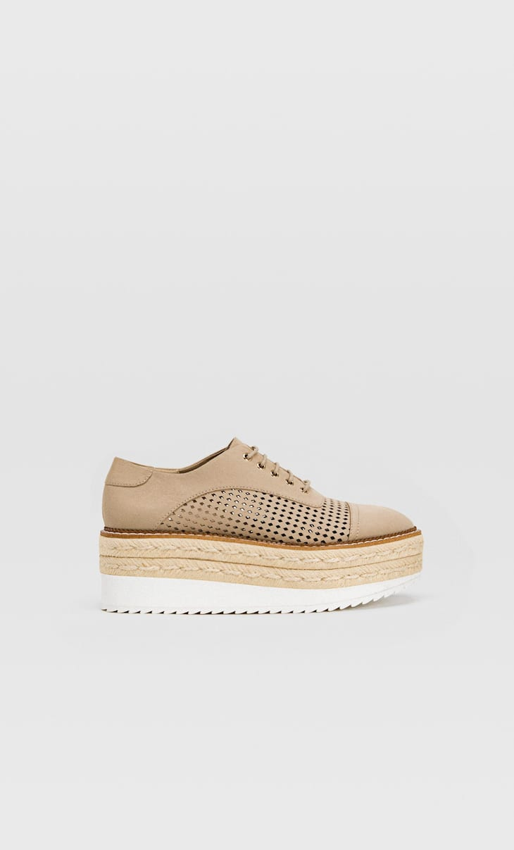 Plateau-Schuhe aus Jute