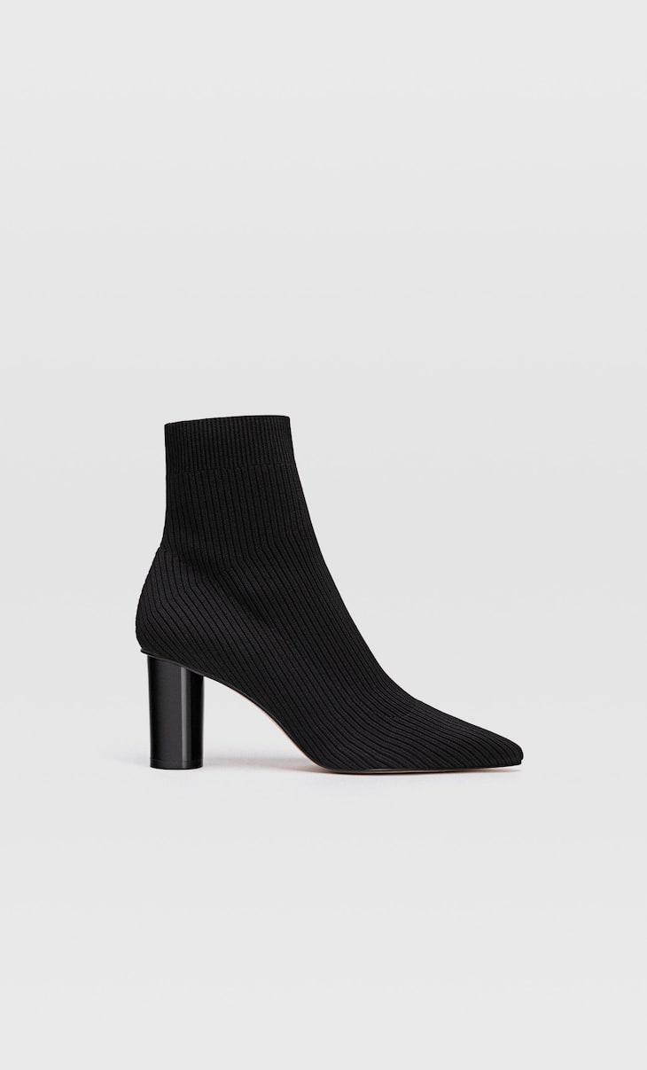 Bottines à talon en tissu façon chaussures-chaussettes noires