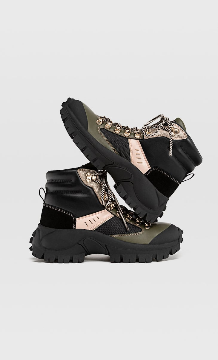 Contrast flat mountain boots