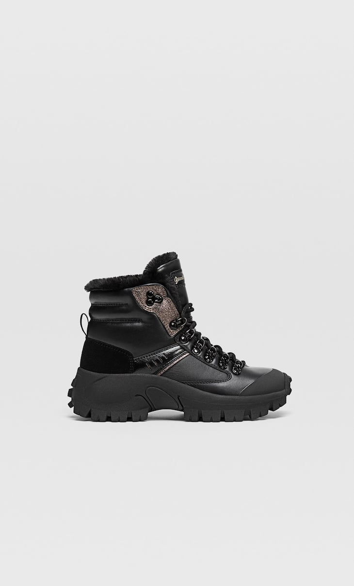 Mountain boots with fuzzy lining