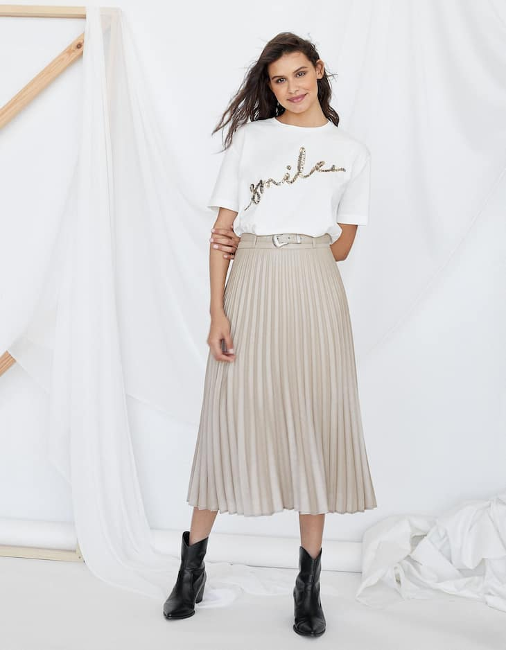 Pleated skirt with buttons