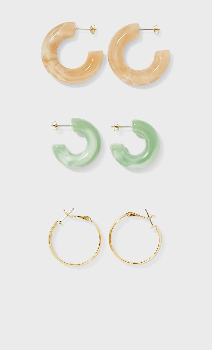 Set of 3 pairs of resin and metal hoop earrings