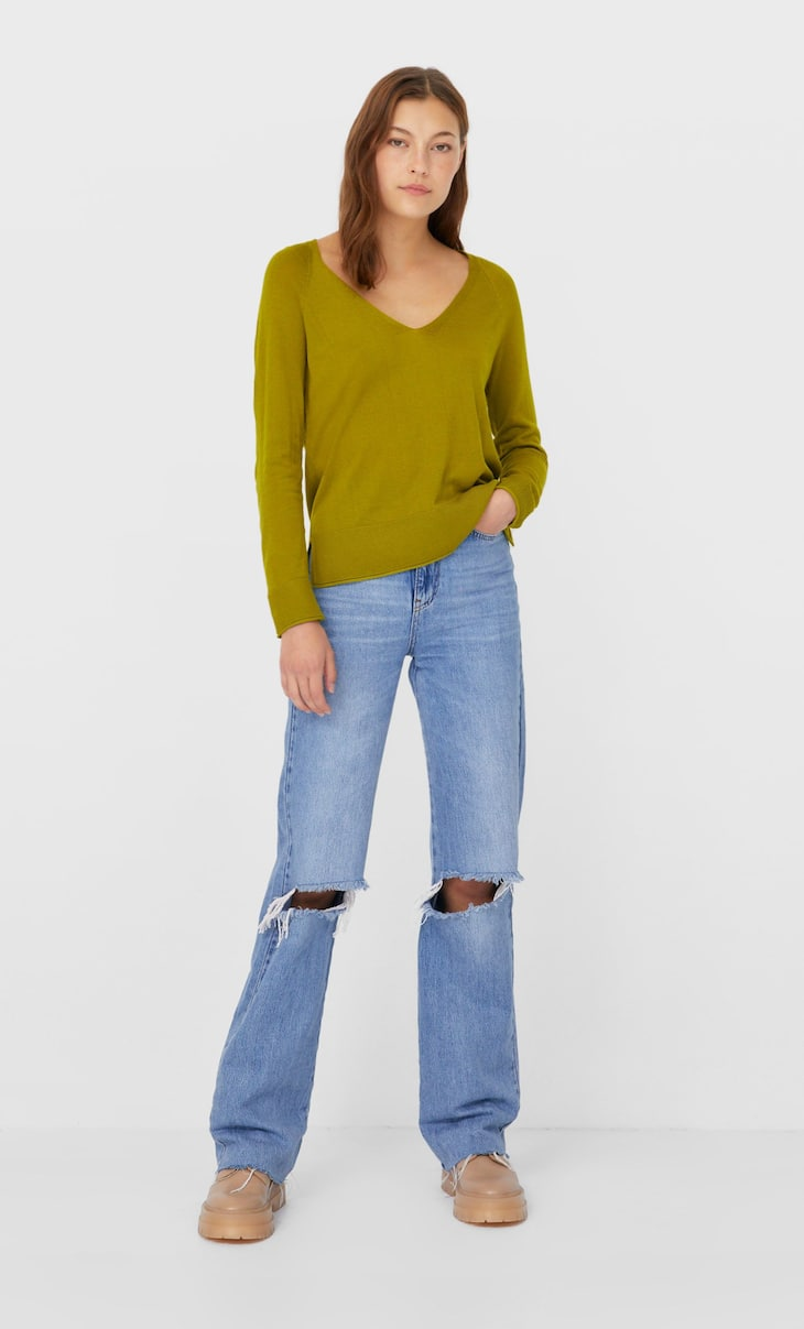 Raglan sleeve V-neck sweater