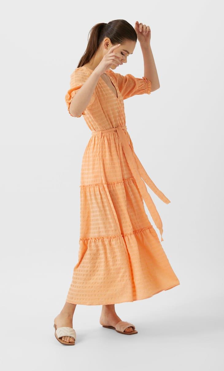 فستان طويل بفريل