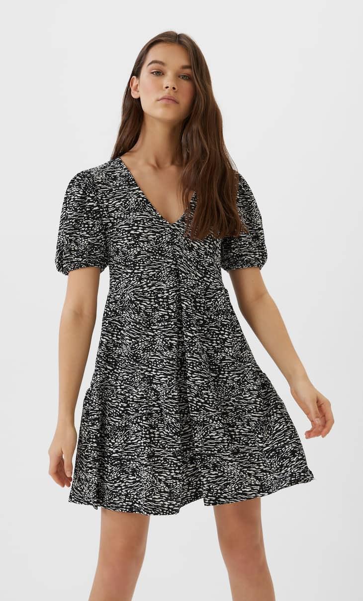 Короткое платье с рукавами-фонариками