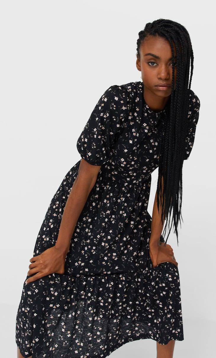 Длинное платье с принтом и объемными рукавами