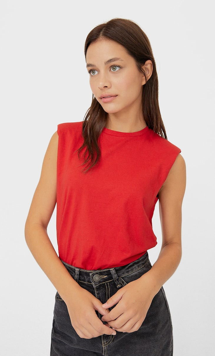 T-shirt with shoulder pads