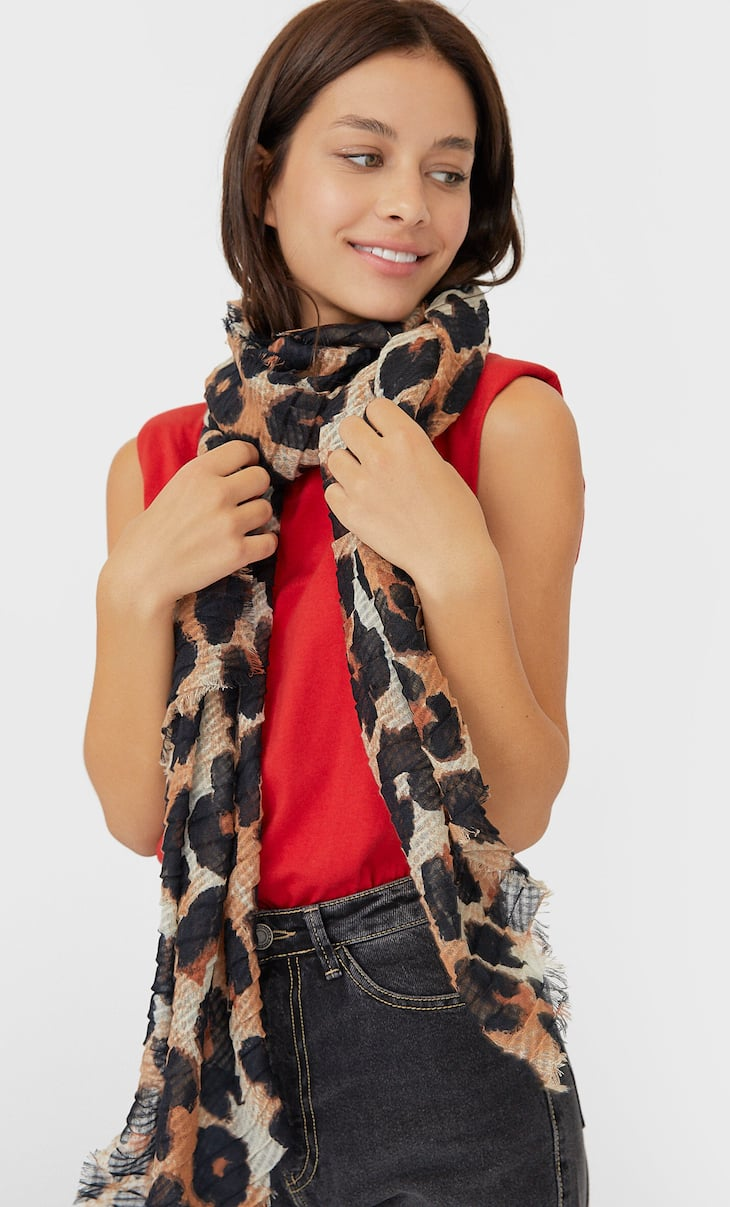 Pleated leopard print scarf