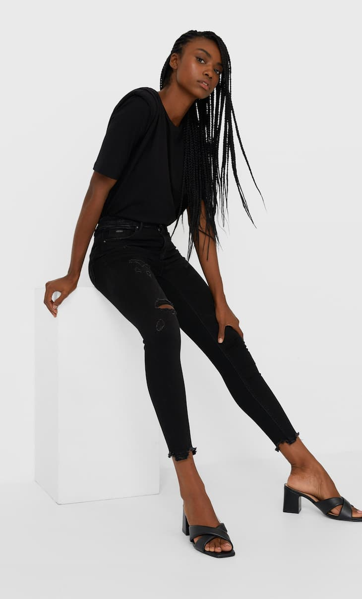 Jeans de cintura subida com rasgões