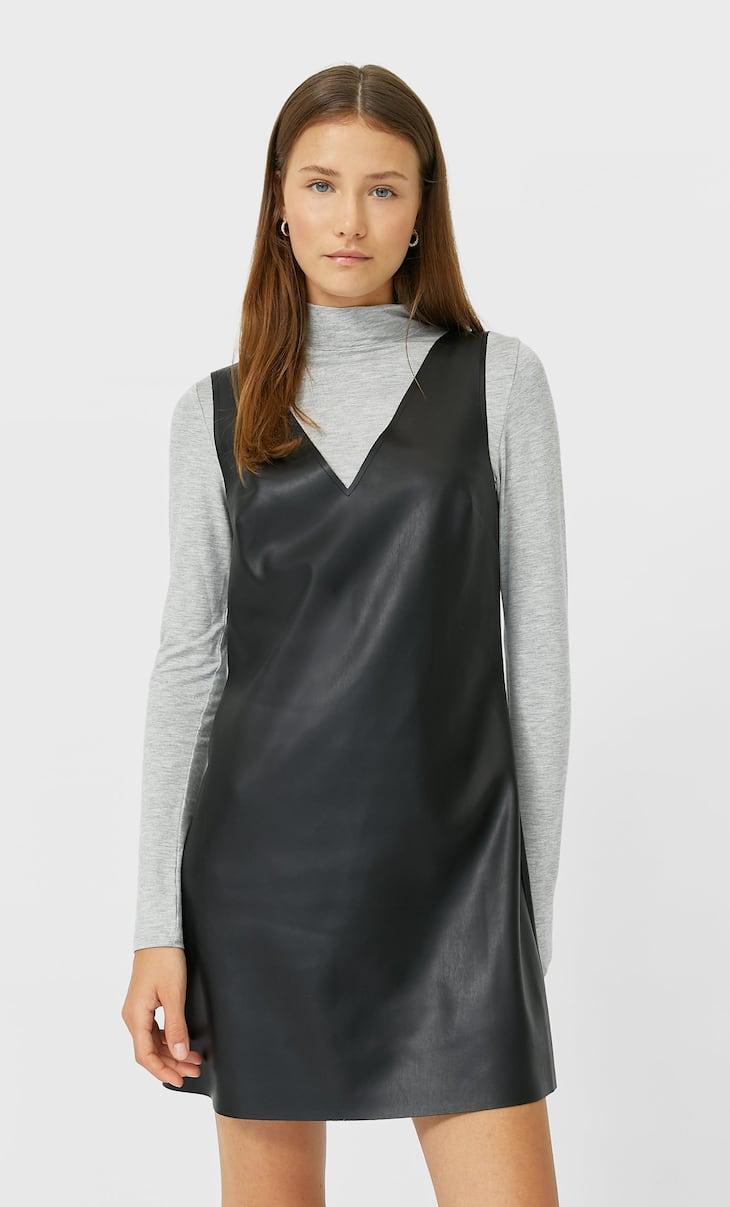 שמלת סינר דמוי עור