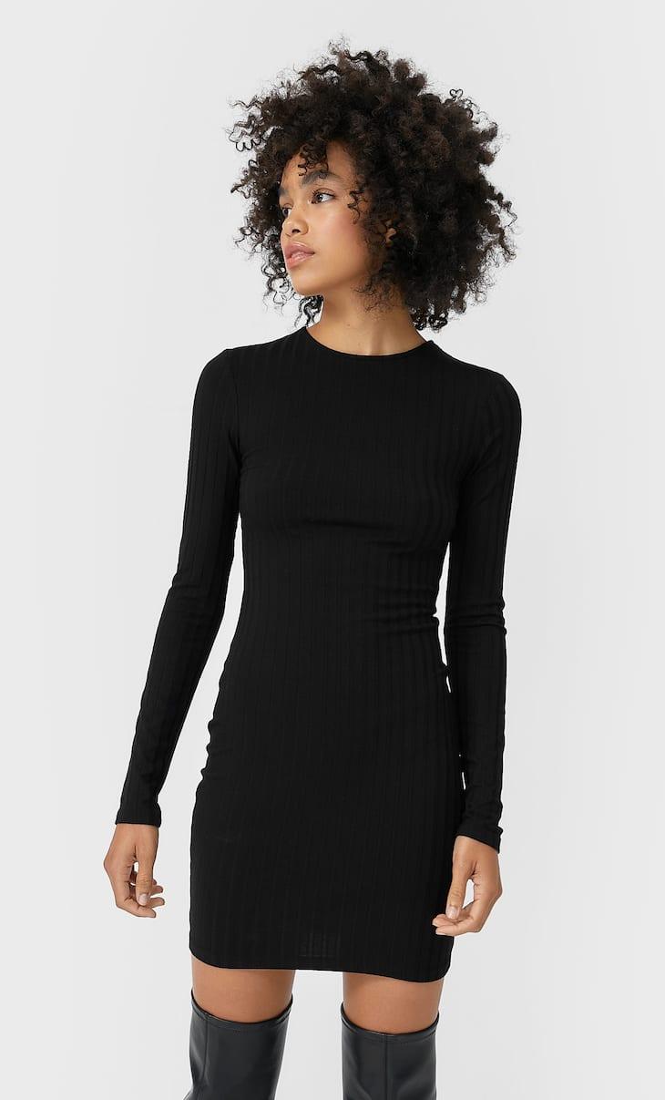 Короткое платье с разрезом