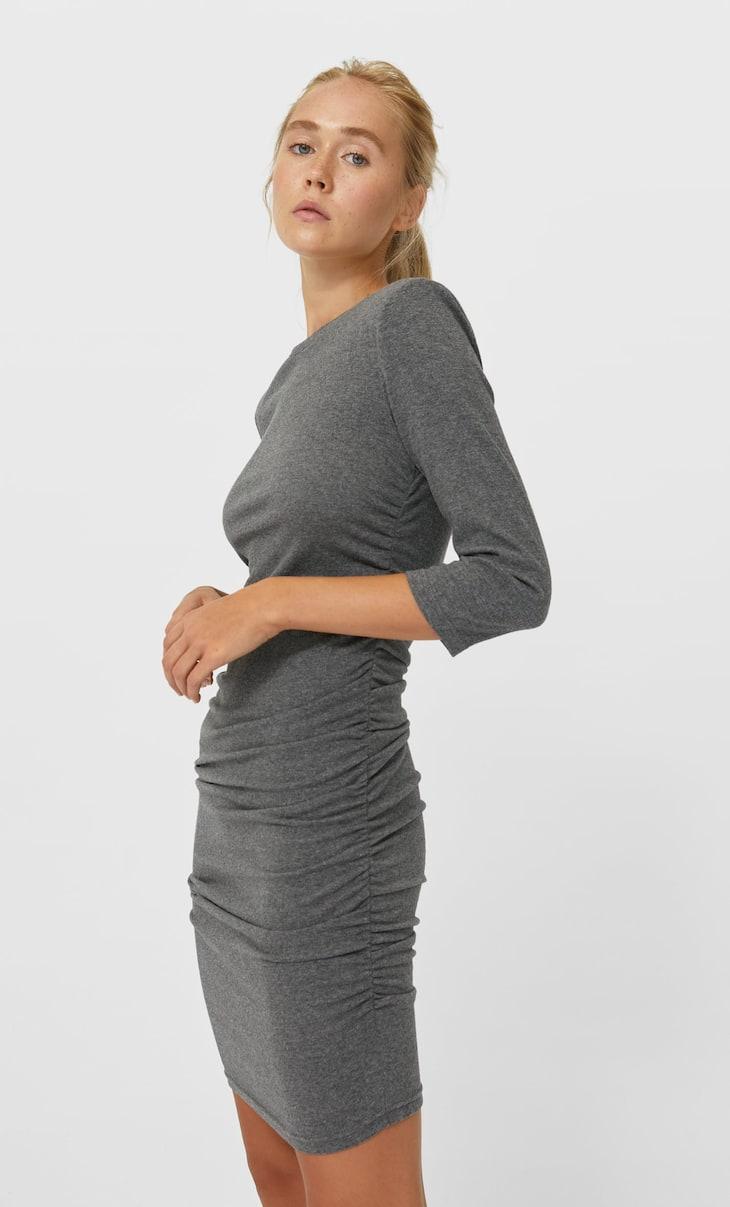 Vestido corto fruncido