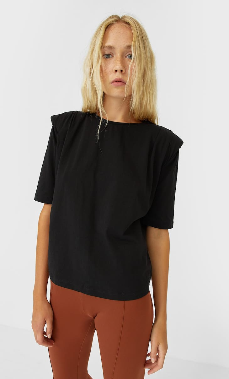 T-shirt with shoulder pads and pleats