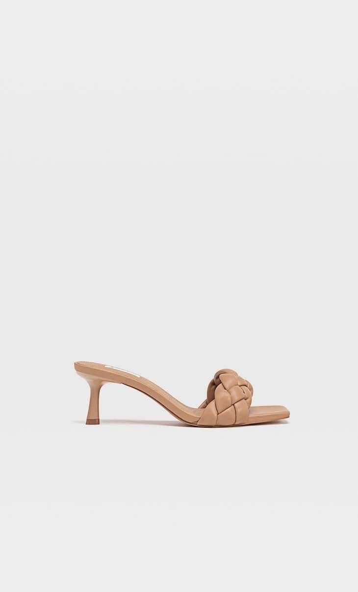 Босоножки на каблуке с плетеным ремешком