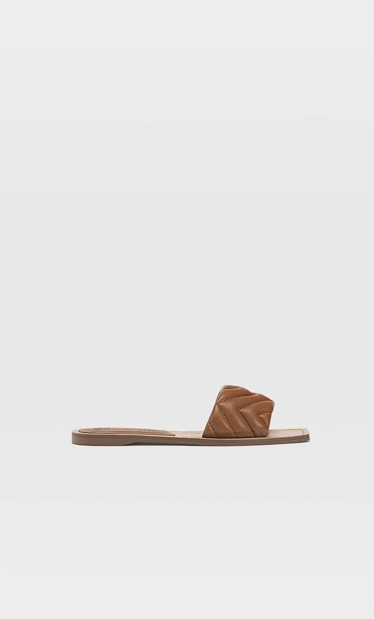 Стеганые сандалии на плоской подошве