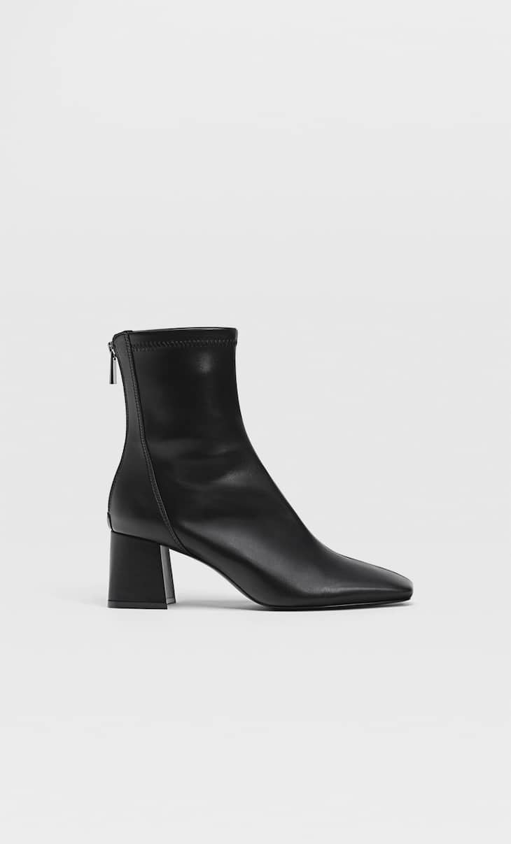 Mid-heel boots with stretch legs