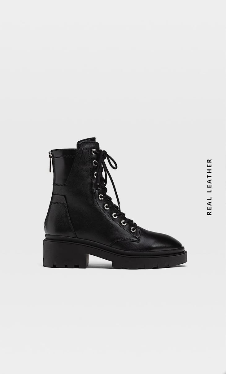 Flat leather ankle boots with zip