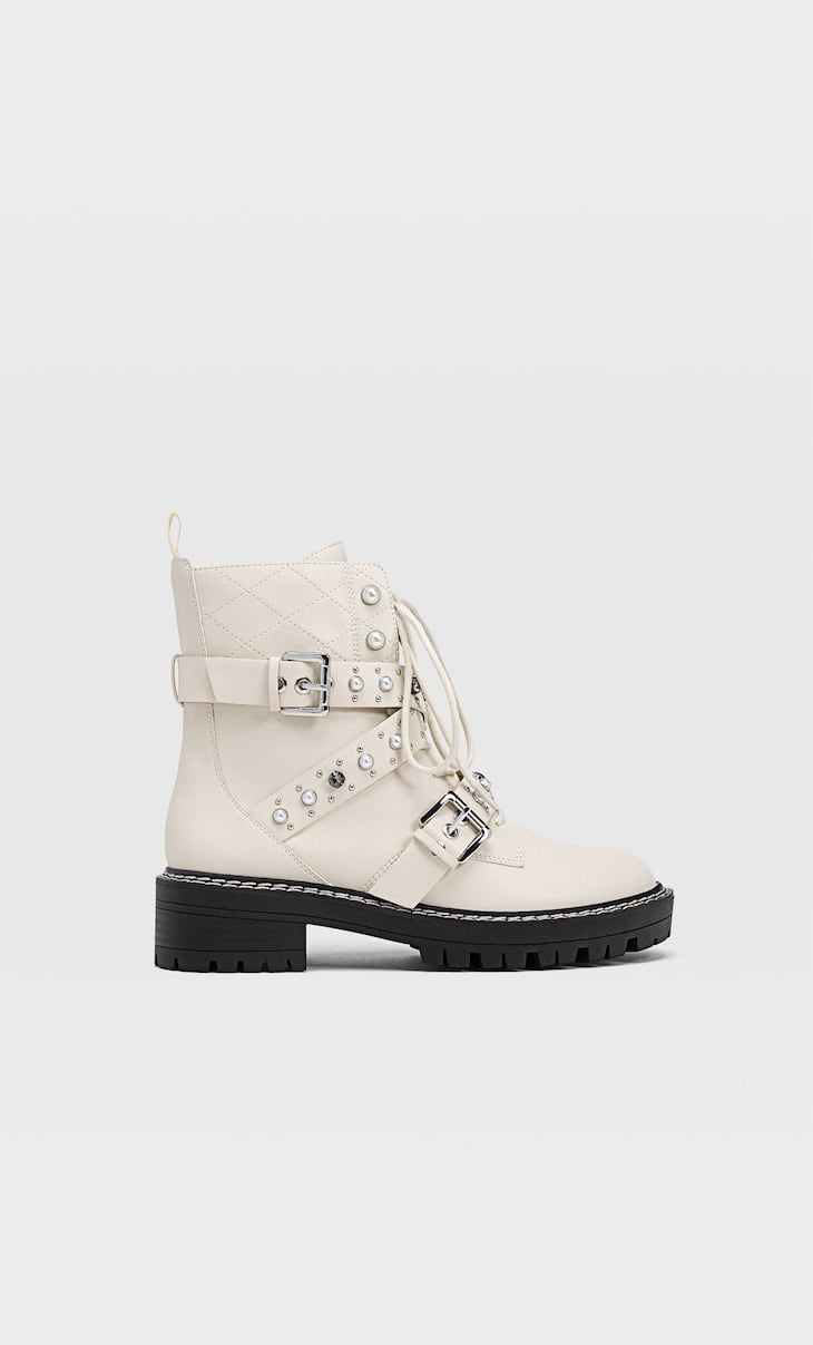 Flat lace-up ankle boots with faux pearl detail