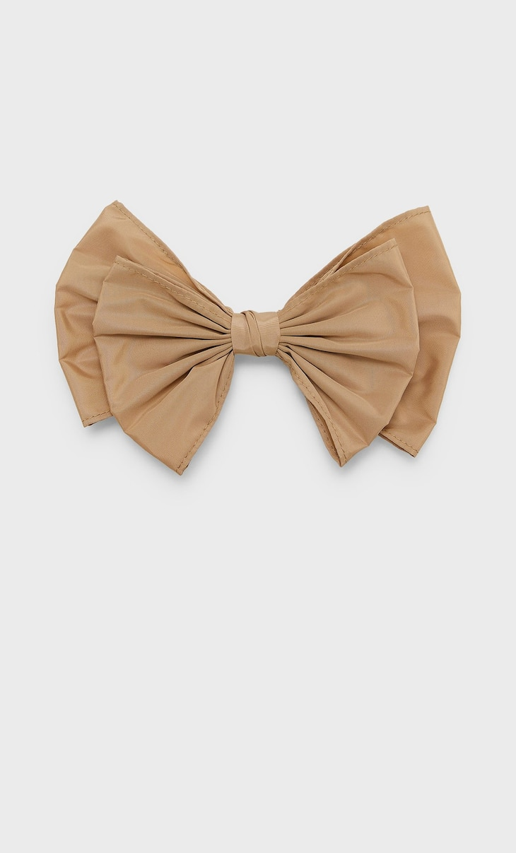 Coloured bow
