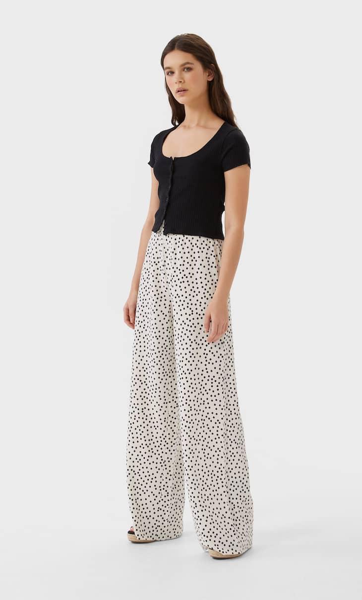 Spodnie z szerokimi nogawkami i teksturą