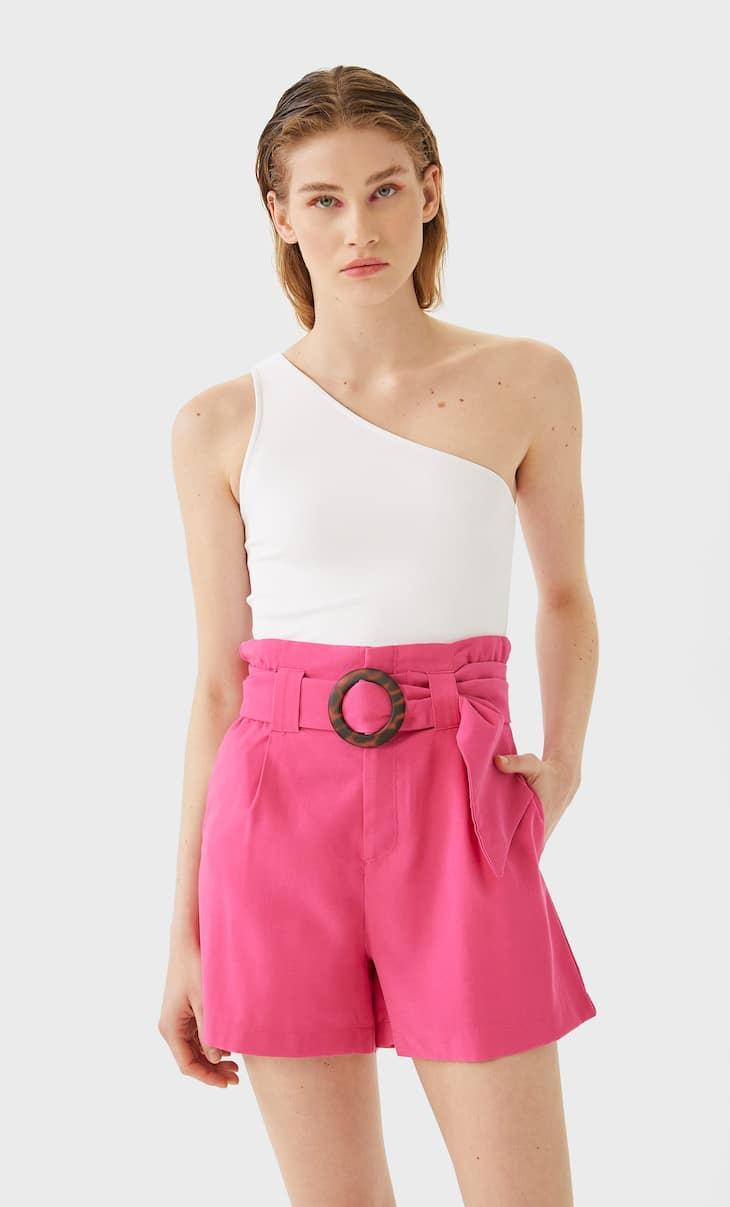 Shorts with pleats and belt