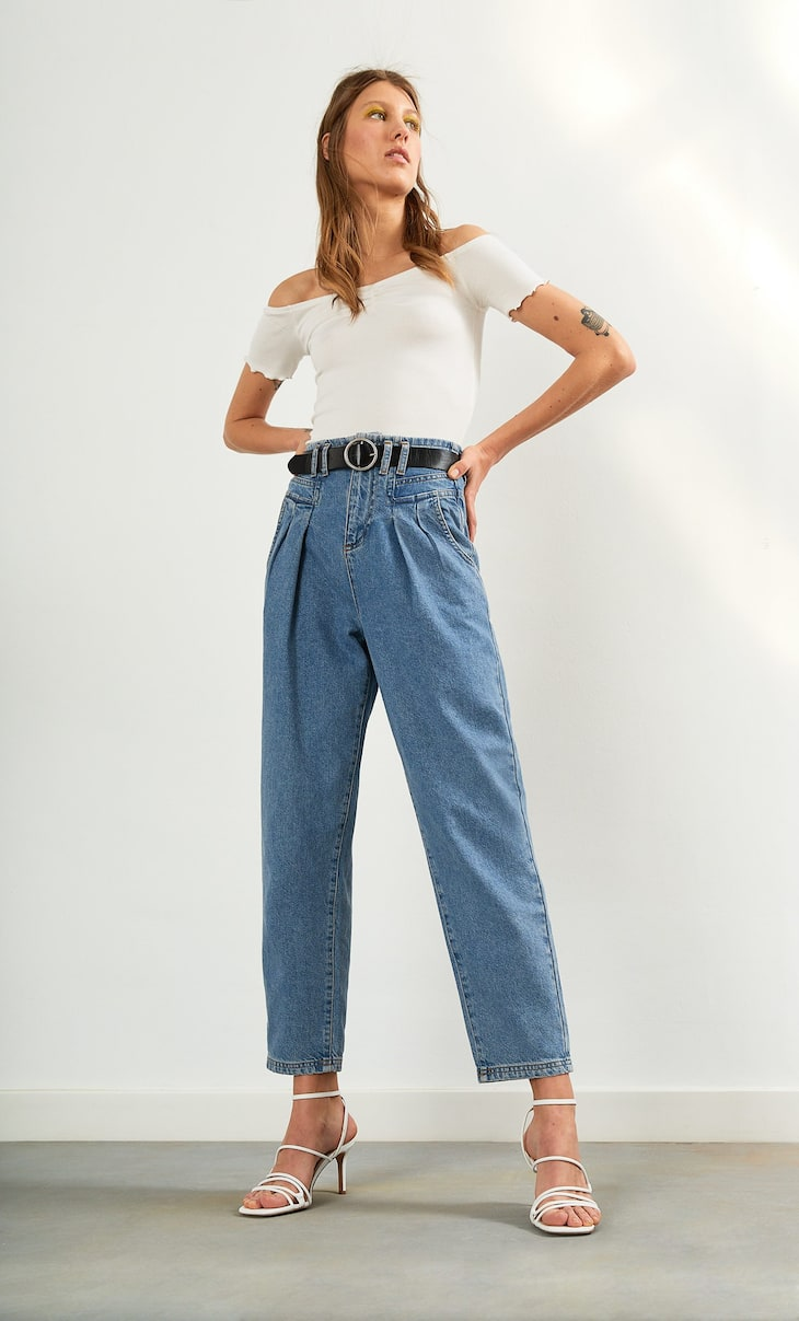 Slouchy jeans with front yoke and belt