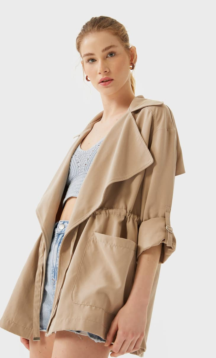 Short loose-fitting trench coat