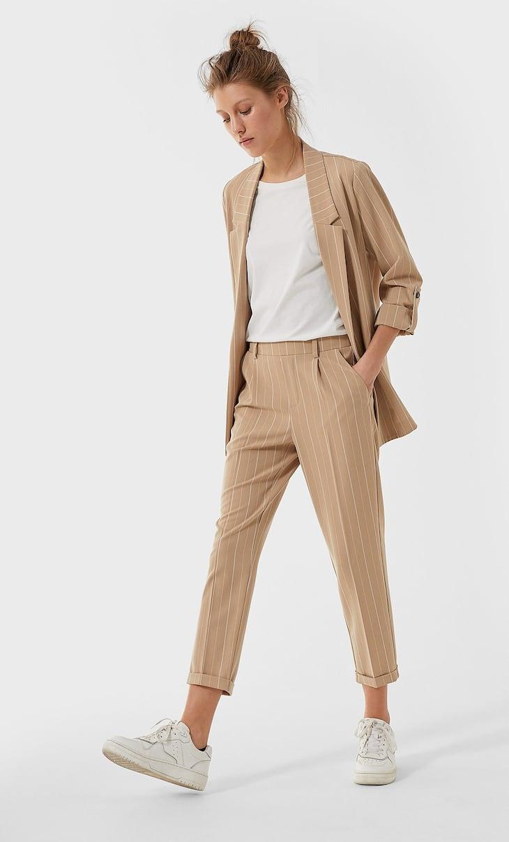 Eng geschnittene Hose im Slim-Fit mit Streifenprint