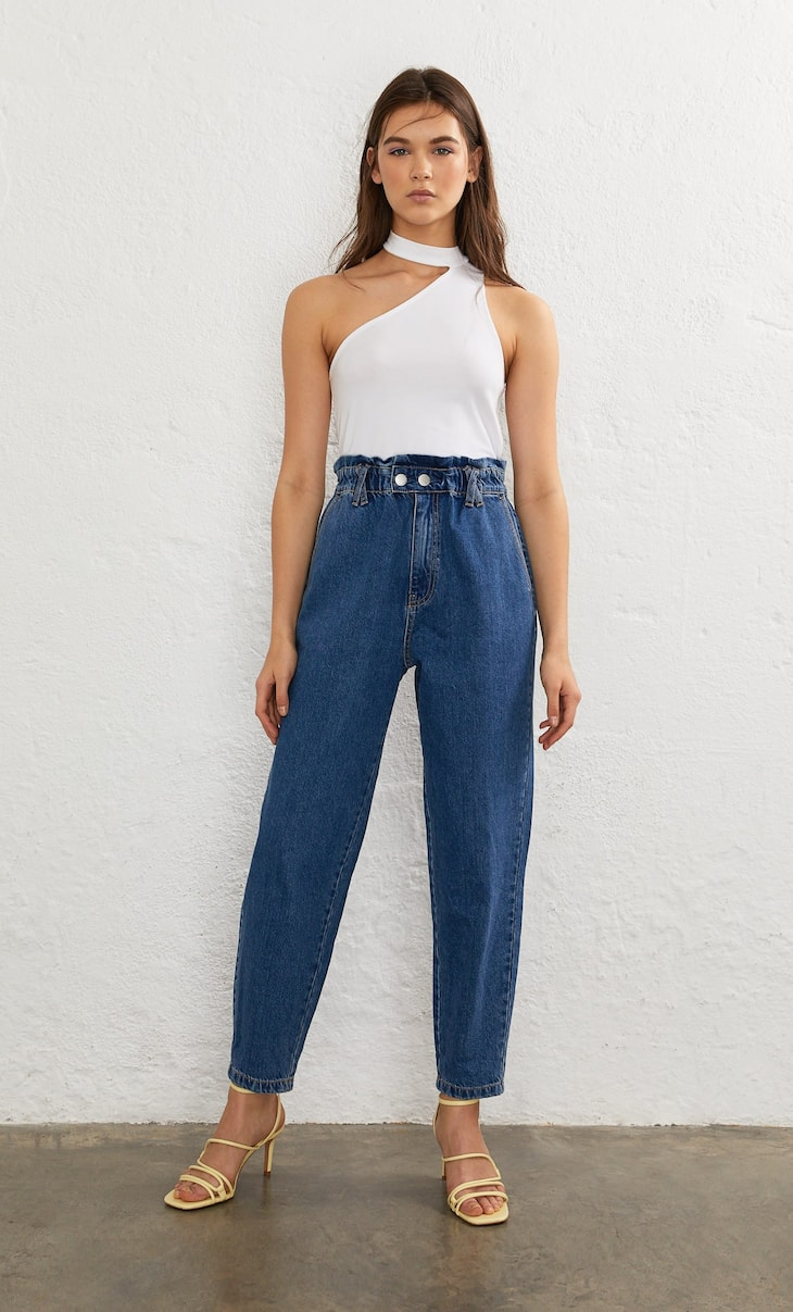 Baggy trousers with an elastic waist