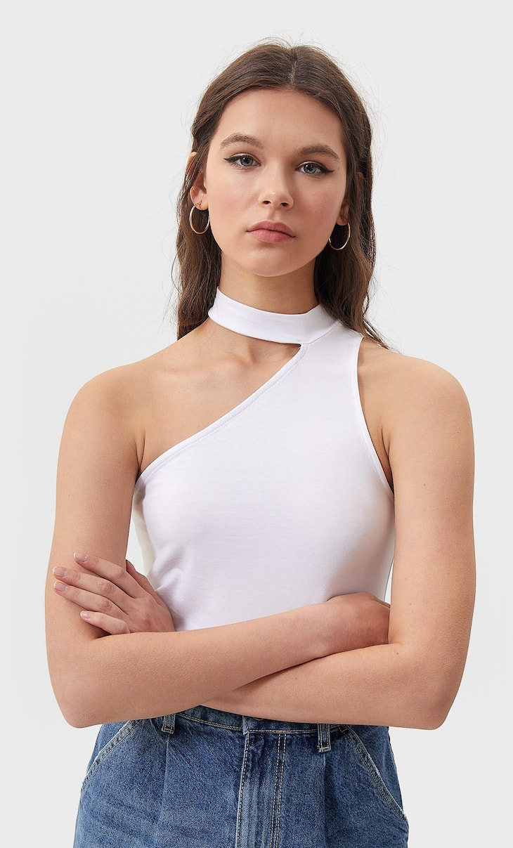 Asymmetric cut-out top