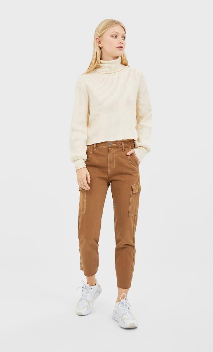 Pantaloni modello militare con fibbia
