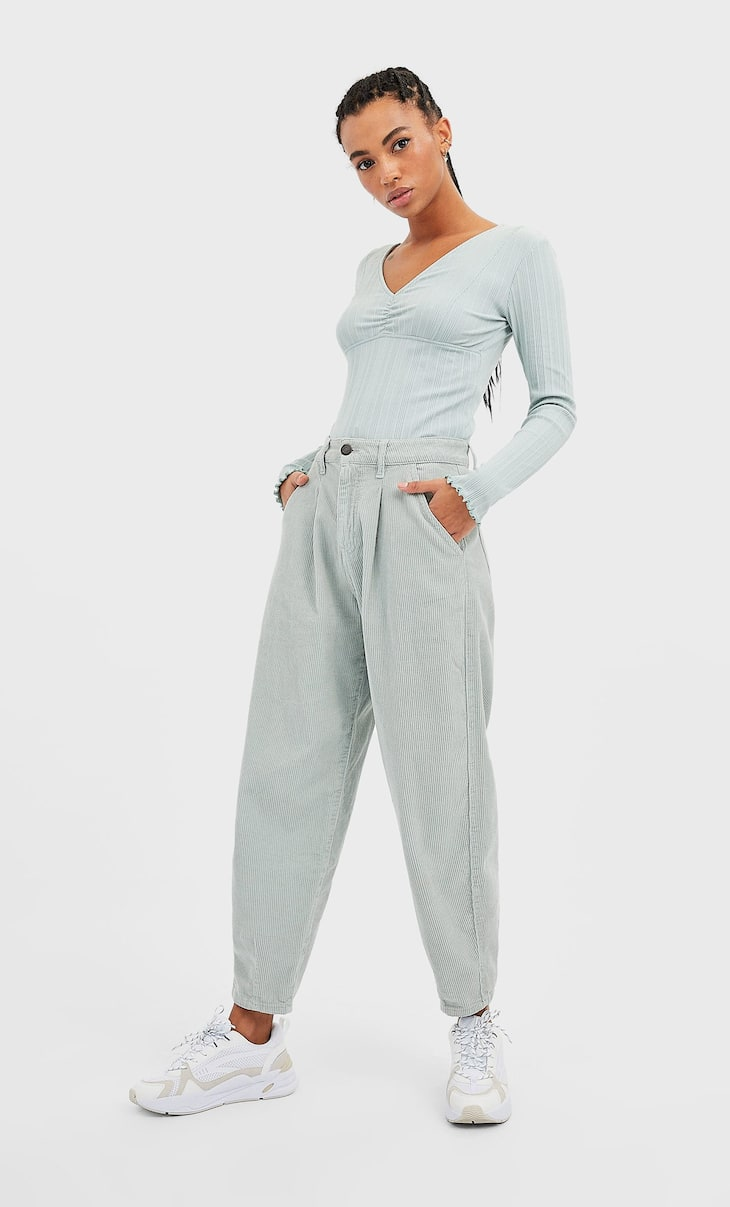 Pantaloni slouchy in velluto a costine