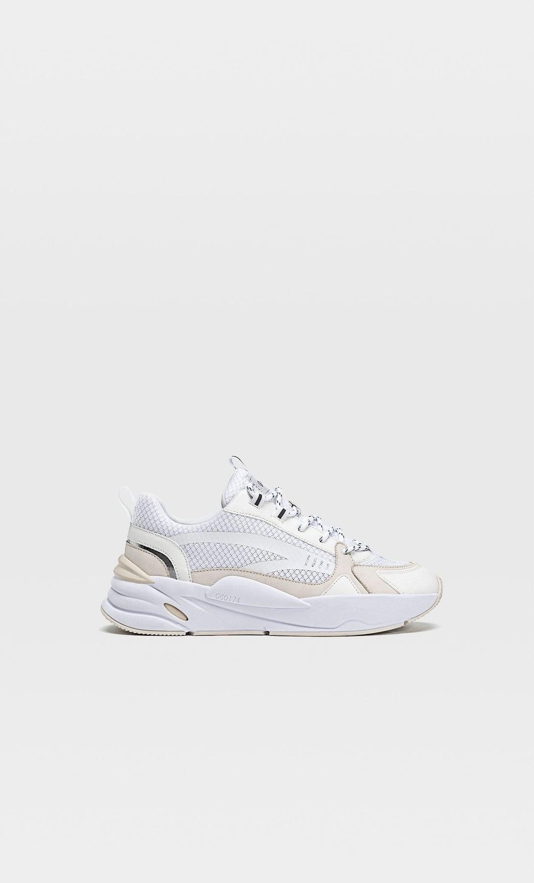 Sneakers blancas, de Stradivarius (17,99 euros) |Foto: Stradivarius.