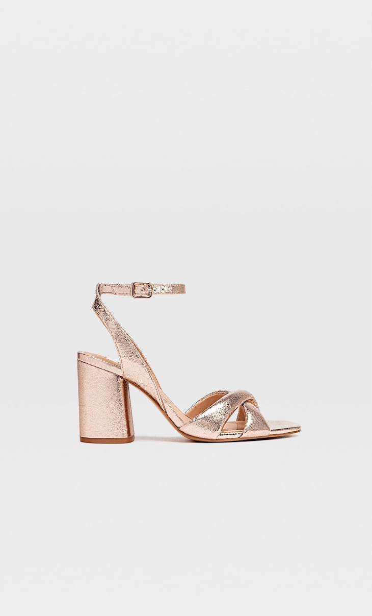 Absatzsandalen in Metallic-Optik