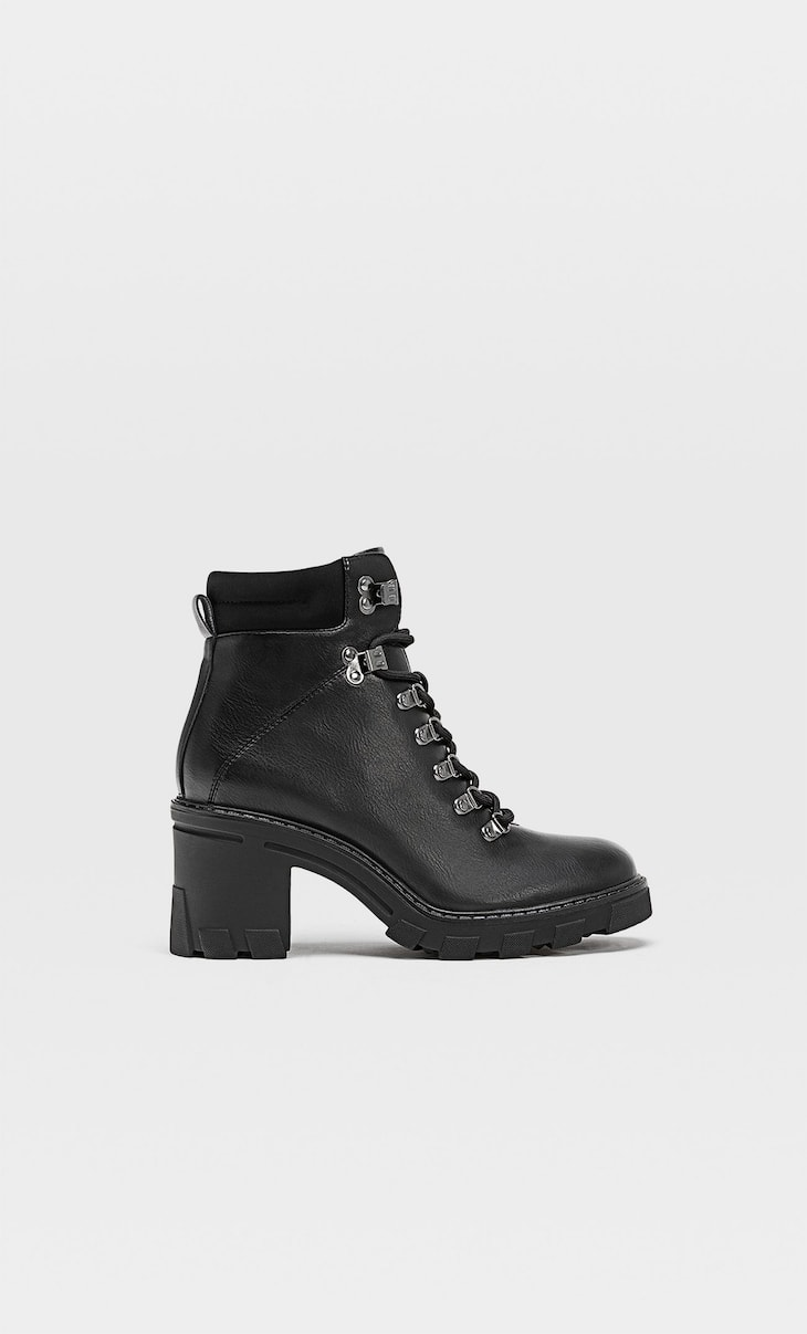 Heeled mountain boots