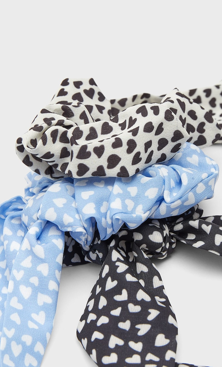Set of 3 heart scrunchies with bows