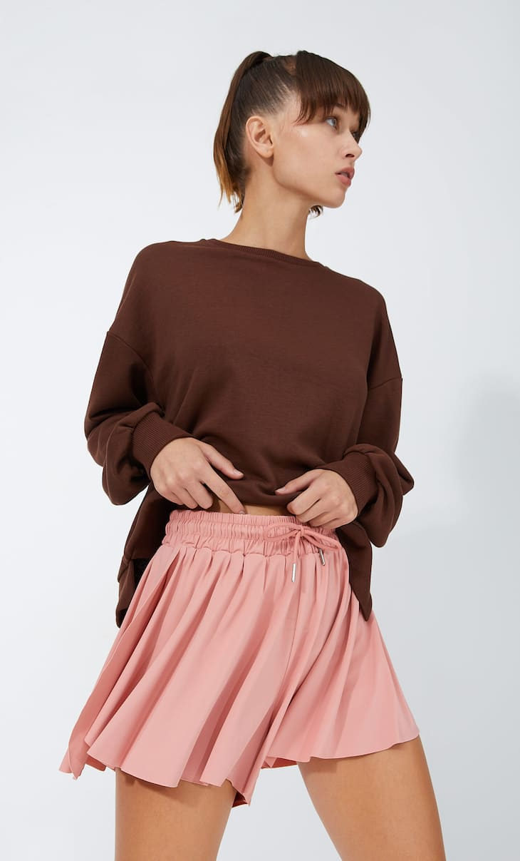 Loose-fitting sporty shorts