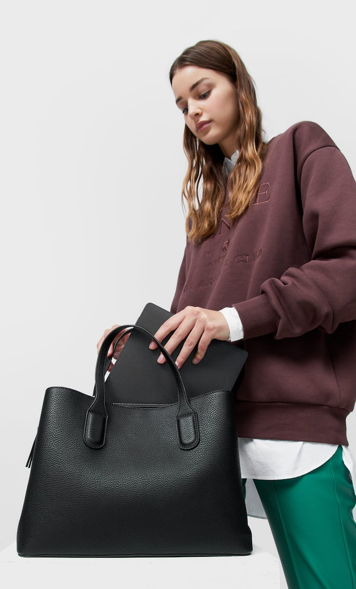 Tote bag with compartments