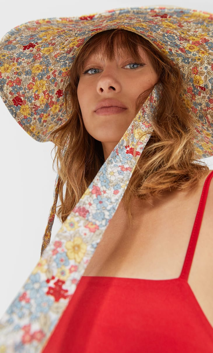 Floral bucket hat with straps