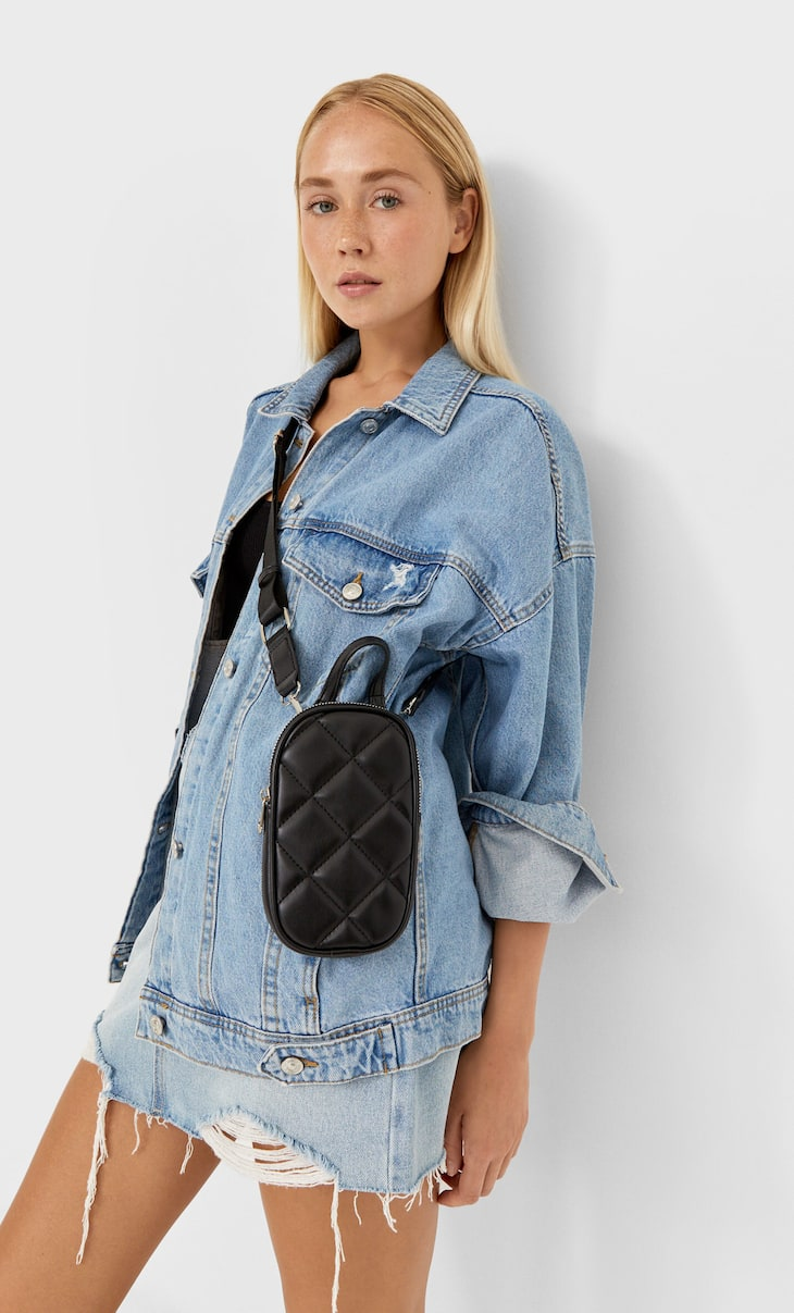 Quilted crossbody smartphone bag